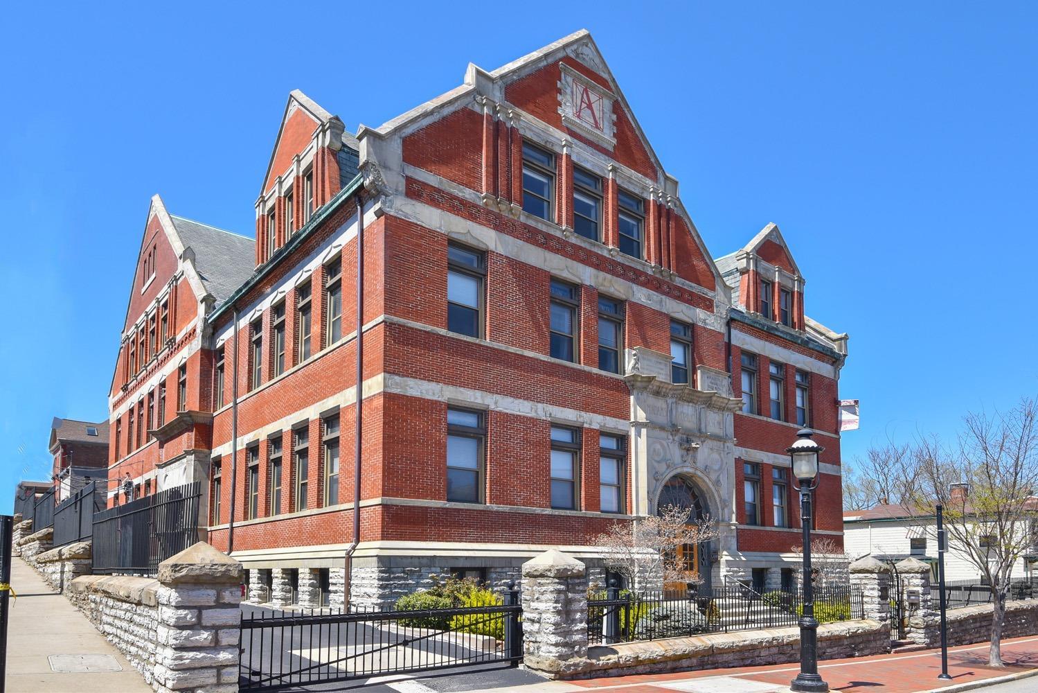 1125 St Gregory Street, Cincinnati, Ohio 45202, 2 Bedrooms Bedrooms, 5 Rooms Rooms,2 BathroomsBathrooms,Condominium,For Sale,St Gregory,1714131