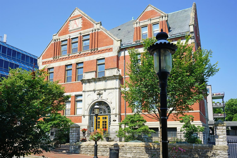 1125 St Gregory Street, Cincinnati, Ohio 45202, 2 Bedrooms Bedrooms, 4 Rooms Rooms,2 BathroomsBathrooms,Condominium,For Sale,St Gregory,1714095
