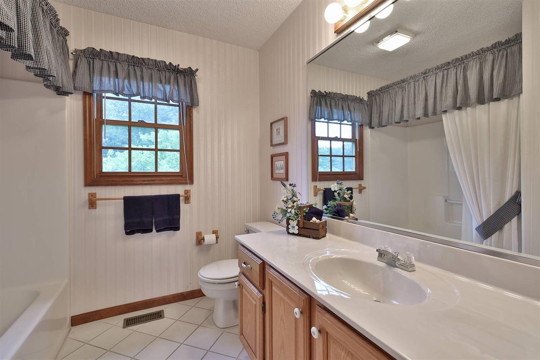 2nd floor full bath with tub/shower.