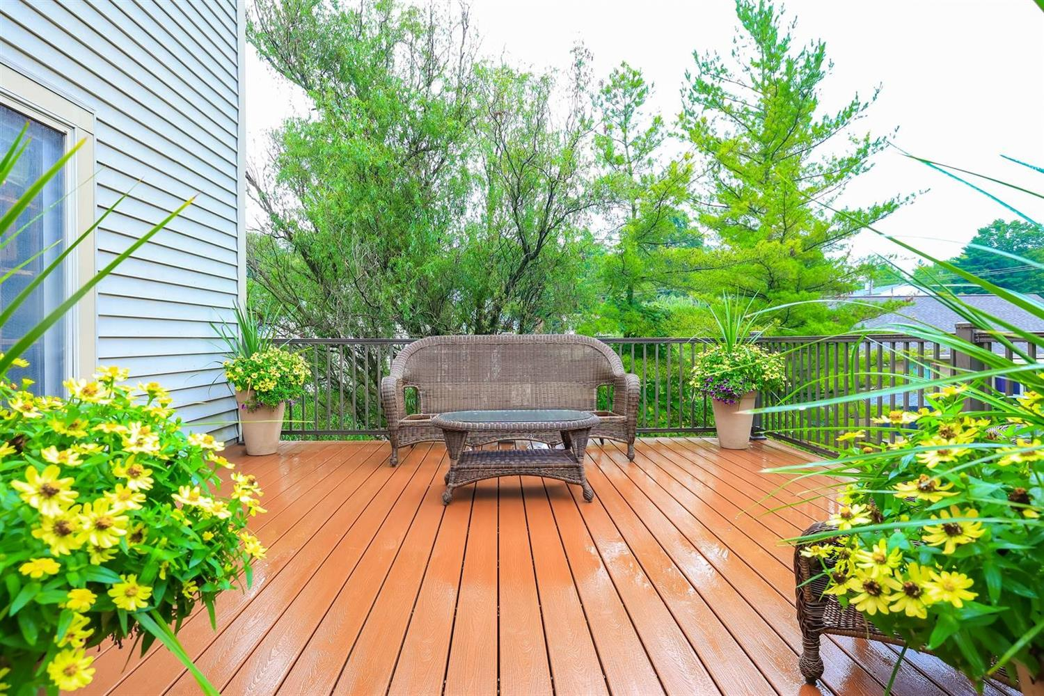 Gorgeous composite deck with stairs to yard.