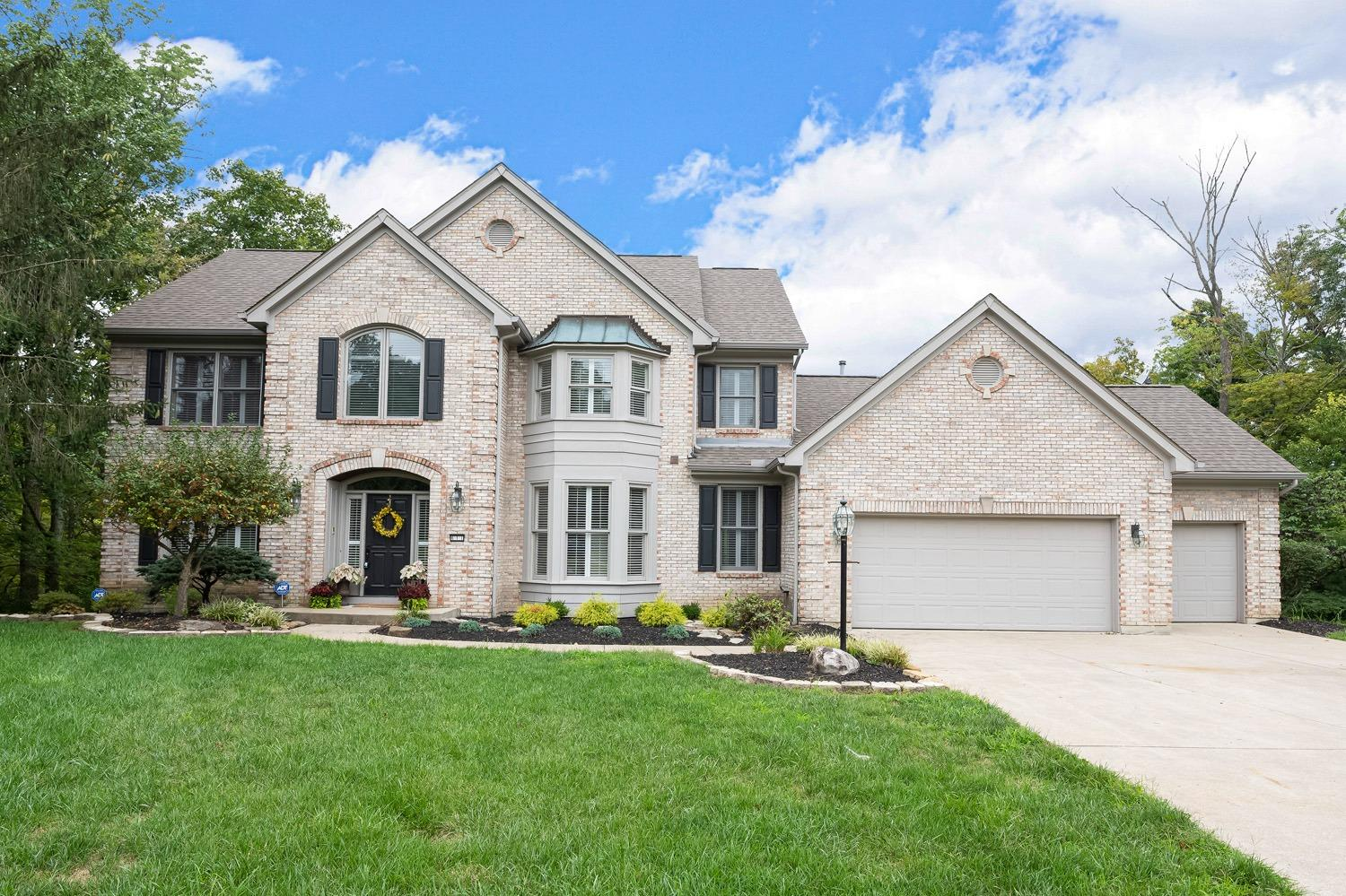 611 Valley Woods Court, Miami Twp, Ohio 45140, 4 Bedrooms Bedrooms, 9 Rooms Rooms,4 BathroomsBathrooms,Single Family Residence,For Sale,Valley Woods,1713852