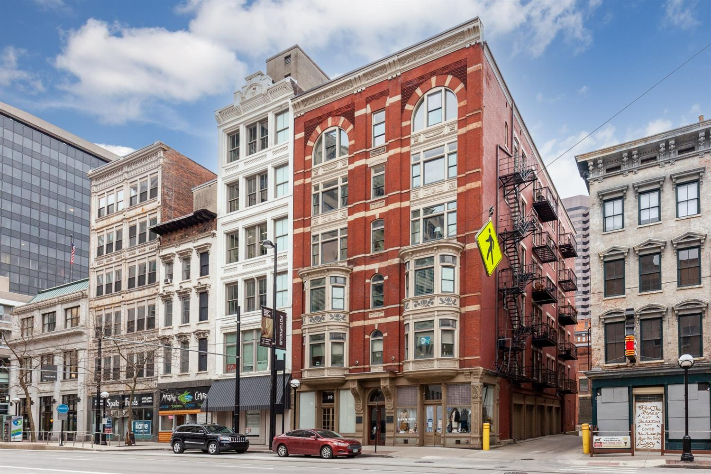 621 Main Street, Cincinnati, Ohio 45202, 2 Bedrooms Bedrooms, 6 Rooms Rooms,2 BathroomsBathrooms,Condominium,For Sale,Main,1715159