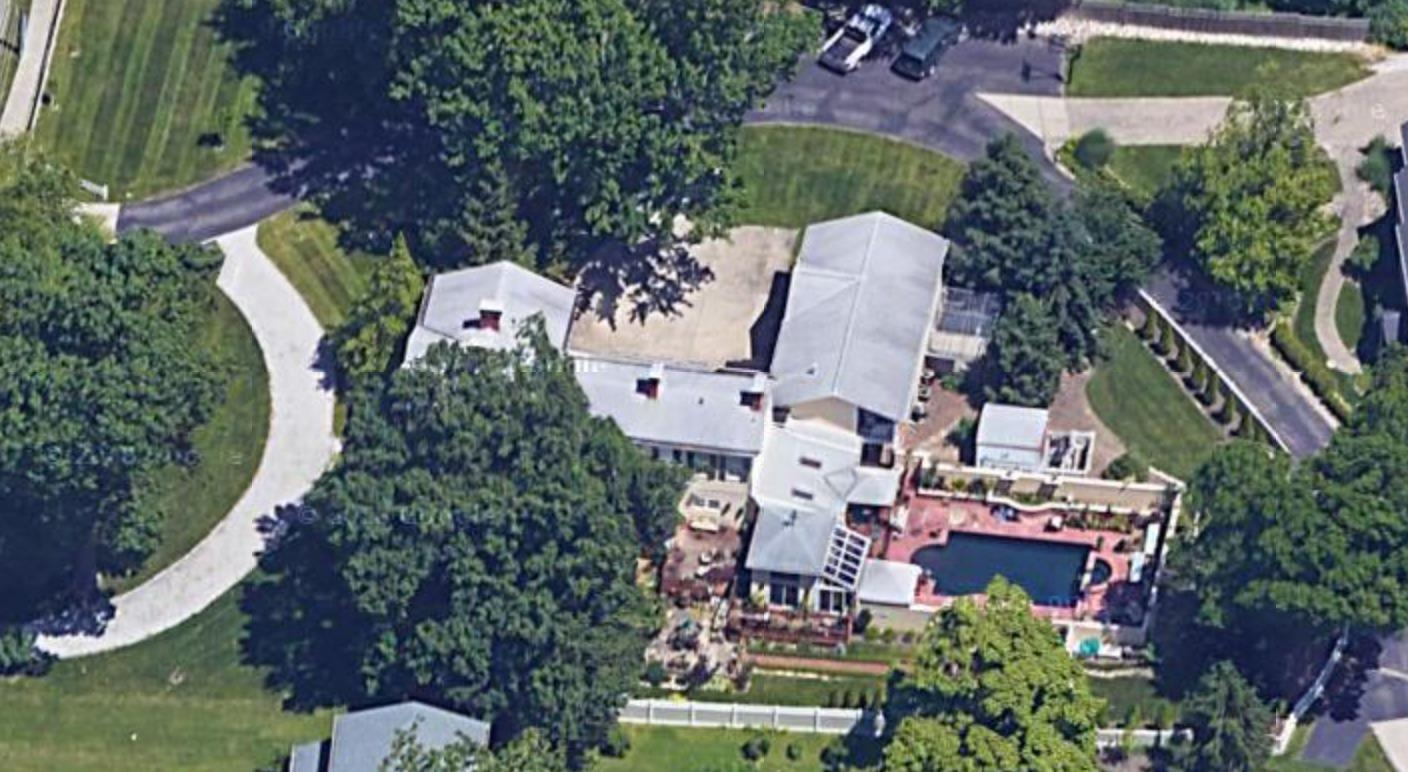 Aerial view of this amazing property.  Here you can see the 3 home private drive in black.