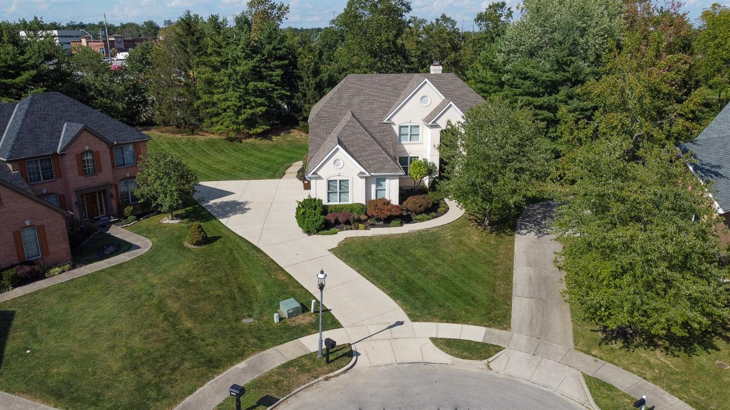 10707 Woodgate Lane, Montgomery, Ohio 45242, 4 Bedrooms Bedrooms, 14 Rooms Rooms,3 BathroomsBathrooms,Single Family Residence,For Sale,Woodgate,1715693