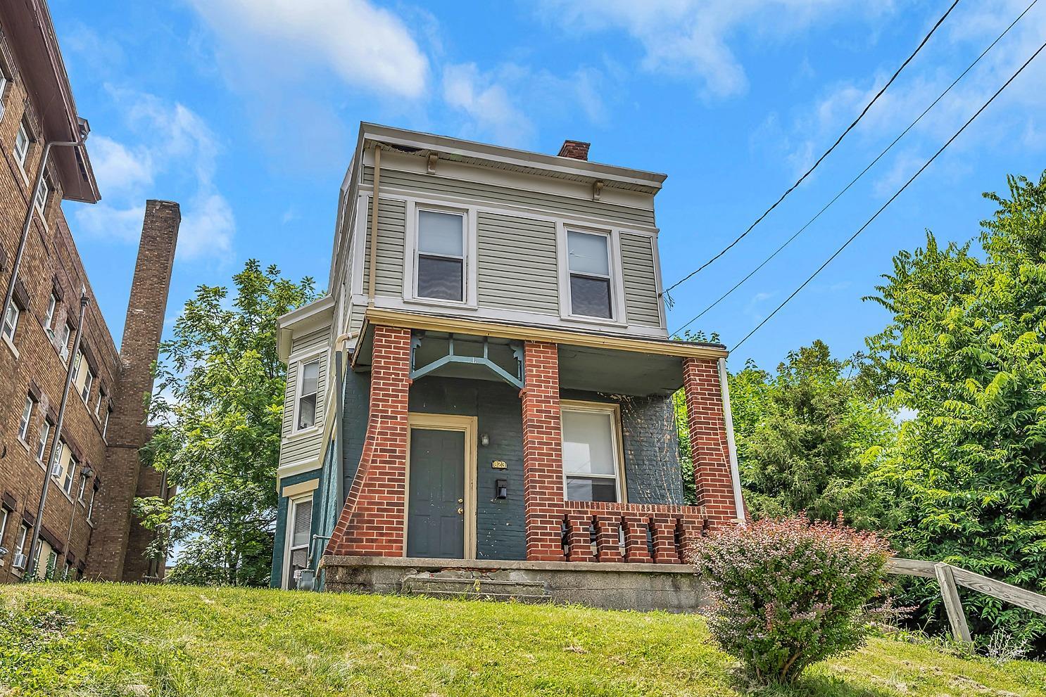 823 Wm H Taft Road, Cincinnati, Ohio 45206, 4 Bedrooms Bedrooms, ,2 BathroomsBathrooms,Single Family Residence,For Sale,Wm H Taft,1716187