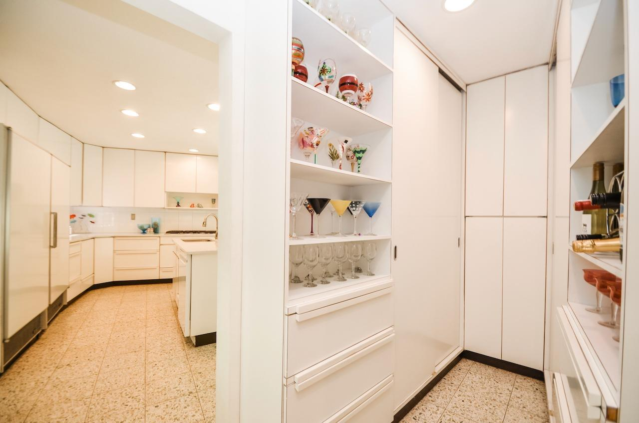 One of the bestest features of this house (IMO) is this walk through butler's pantry.  Any cook's dream!  From here you can really see the curve of the house.