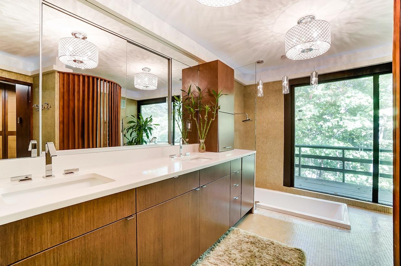 Mmmm!  That's what we're talking about. Spa like bath in the treetops.  Heated floor, sunken bubble tub/shower, double vanity. See that walnut louvered screen in the reflection?  That conceals the potty, of course!  But you still get that amazing view, even from your 'throne.'
