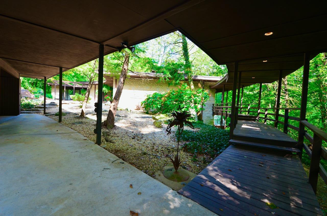 This view shows the covered walkway from the 2-4 car carport to the front door.  From Cincinnati Magazine, Feb. 1, 2007: