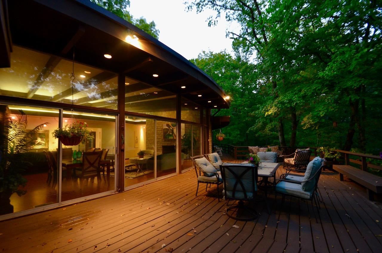 Back up on the upper deck.  The integrated lighting - both inside and outside - is subtle and fabulous.