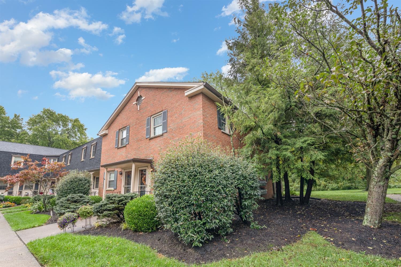 25 Creekwood Square, Glendale, Ohio 45246, 2 Bedrooms Bedrooms, 6 Rooms Rooms,1 BathroomBathrooms,Condominium,For Sale,Creekwood,1716732