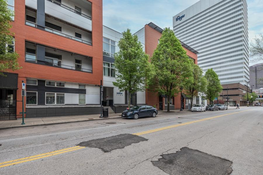 1150 Vine Street, Cincinnati, Ohio 45202, 2 Bedrooms Bedrooms, 5 Rooms Rooms,1 BathroomBathrooms,Condominium,For Sale,Vine,1717771