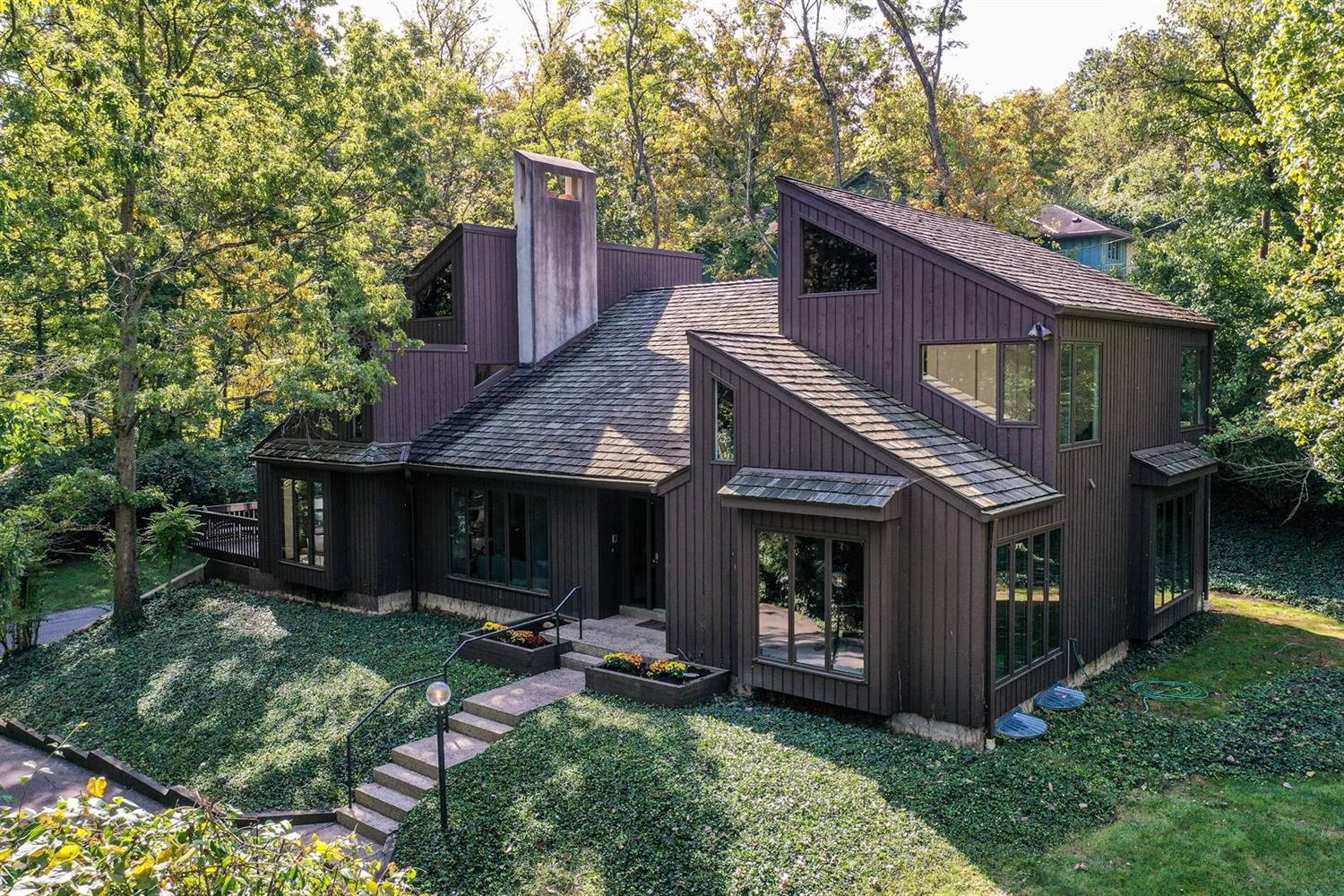 1280 Sweetwater Drive, Wyoming, Ohio 45215, 5 Bedrooms Bedrooms, 11 Rooms Rooms,3 BathroomsBathrooms,Single Family Residence,For Sale,Sweetwater,1717754