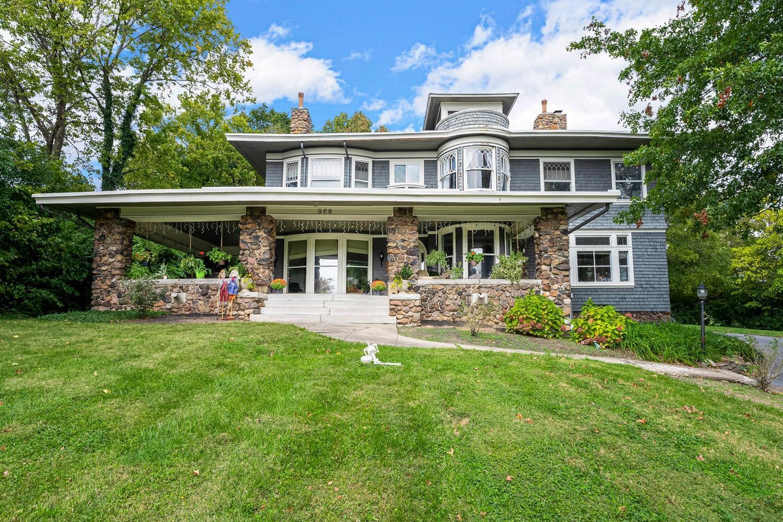 960 Redway Avenue, Cincinnati, Ohio 45229, 6 Bedrooms Bedrooms, 14 Rooms Rooms,3 BathroomsBathrooms,Single Family Residence,For Sale,Redway,1718997