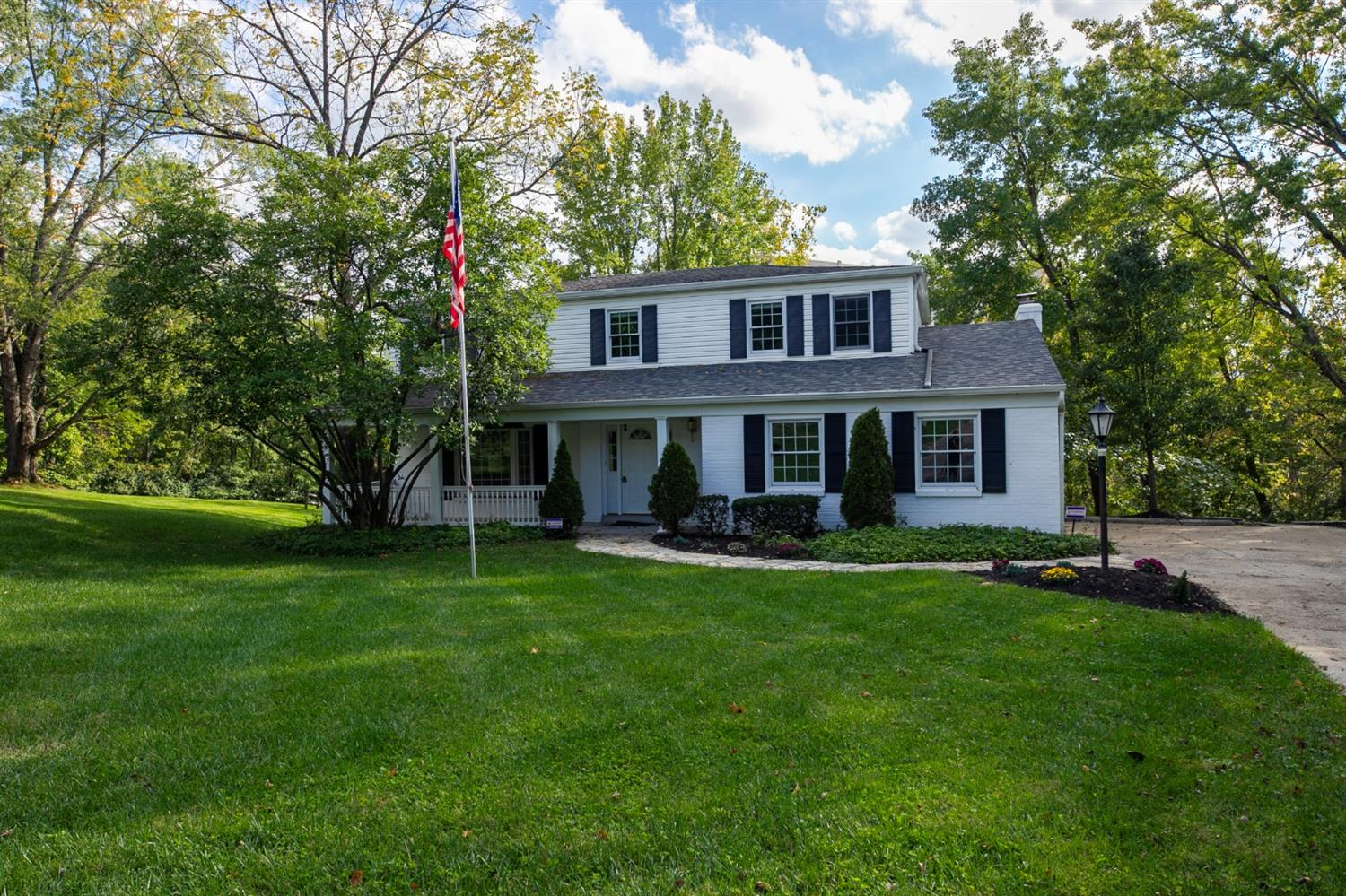 10610 Thistlewood Court, Montgomery, Ohio 45242, 4 Bedrooms Bedrooms, 9 Rooms Rooms,2 BathroomsBathrooms,Single Family Residence,For Sale,Thistlewood,1718878