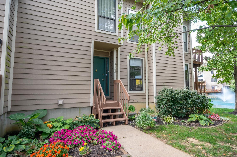 9400 Hunters Creek Drive, Blue Ash, Ohio 45242, 2 Bedrooms Bedrooms, 6 Rooms Rooms,2 BathroomsBathrooms,Condominium,For Sale,Hunters Creek,1719073