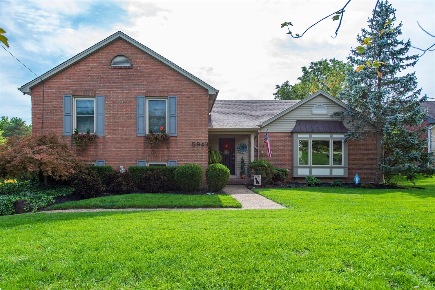 5943 Cleves Warsaw Pike, Delhi Twp, Ohio 45233, 4 Bedrooms Bedrooms, 10 Rooms Rooms,3 BathroomsBathrooms,Single Family Residence,For Sale,Cleves Warsaw,1719308