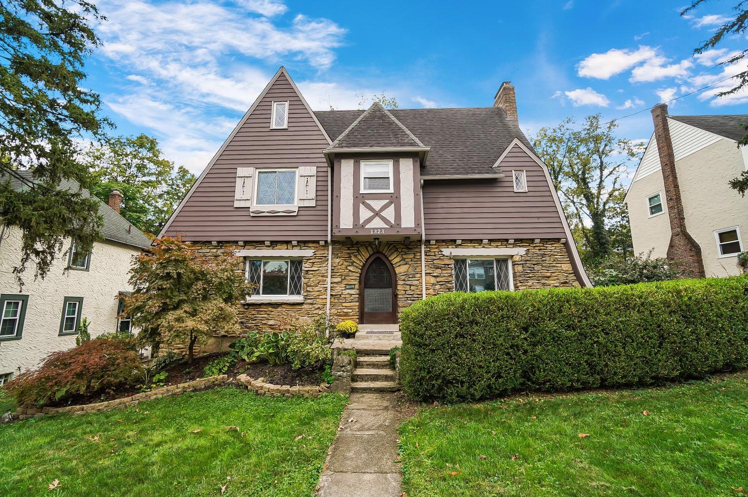 1323 Avon Drive, Cincinnati, Ohio 45229, 3 Bedrooms Bedrooms, 10 Rooms Rooms,2 BathroomsBathrooms,Single Family Residence,For Sale,Avon,1718907