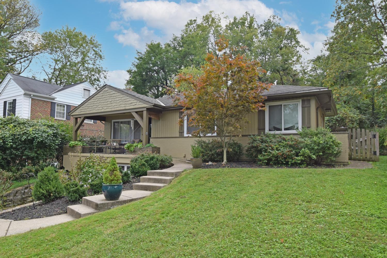2807 Losantiridge Avenue, Columbia Twp, Ohio 45213, 3 Bedrooms Bedrooms, 7 Rooms Rooms,2 BathroomsBathrooms,Single Family Residence,For Sale,Losantiridge,1719258