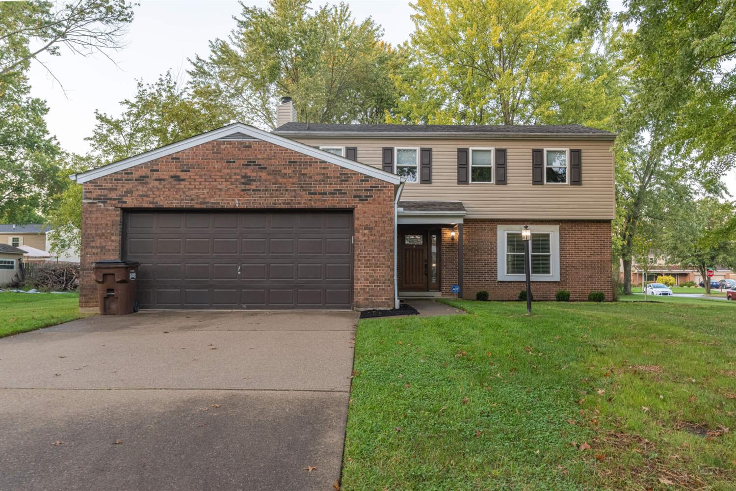 1930 Mellow Wood Lane, Loveland, Ohio 45140, 4 Bedrooms Bedrooms, 10 Rooms Rooms,2 BathroomsBathrooms,Single Family Residence,For Sale,Mellow Wood,1719311