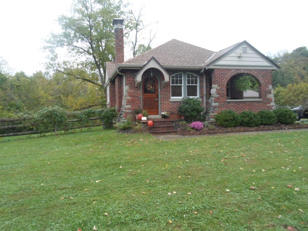 9960 Leacrest Road, Woodlawn, Ohio 45215, 2 Bedrooms Bedrooms, 5 Rooms Rooms,1 BathroomBathrooms,Single Family Residence,For Sale,Leacrest,1719304