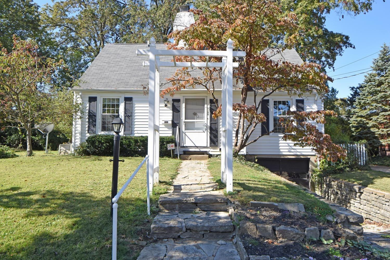 3300 Sterling Way, Cincinnati, Ohio 45209, 3 Bedrooms Bedrooms, 7 Rooms Rooms,2 BathroomsBathrooms,Single Family Residence,For Sale,Sterling,1720474