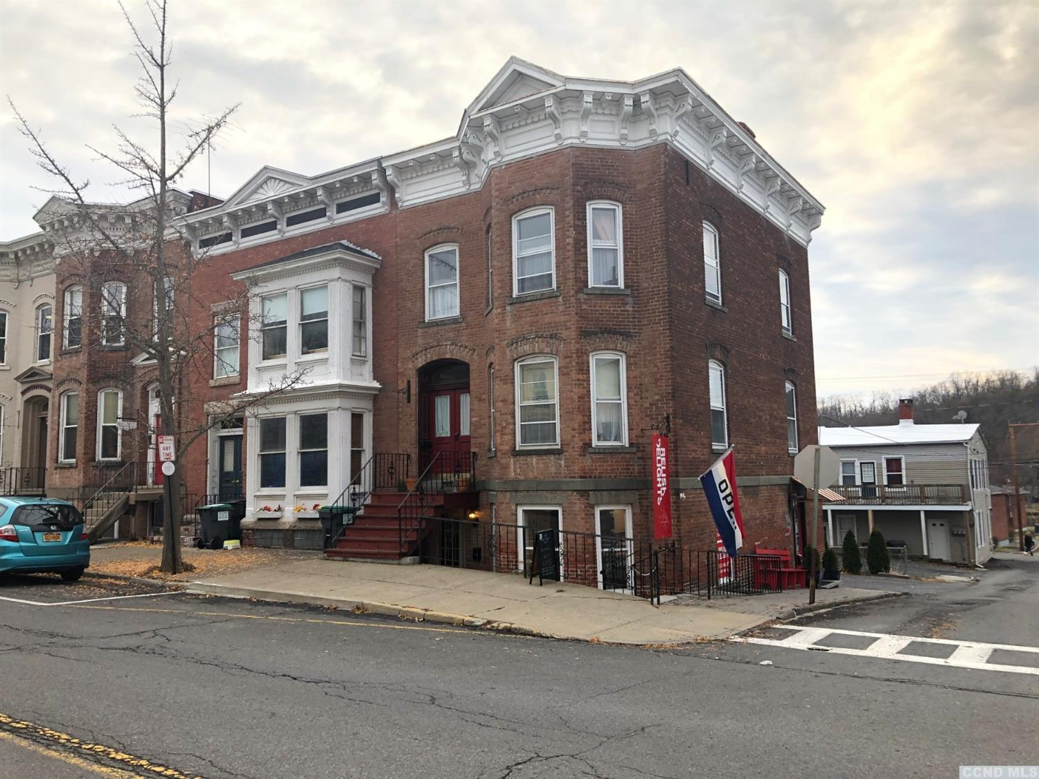 Brick commercial building In the heart of Catskill with 3 spaces. Currently cafe, apt, and office rented but unlimited possibilities.
