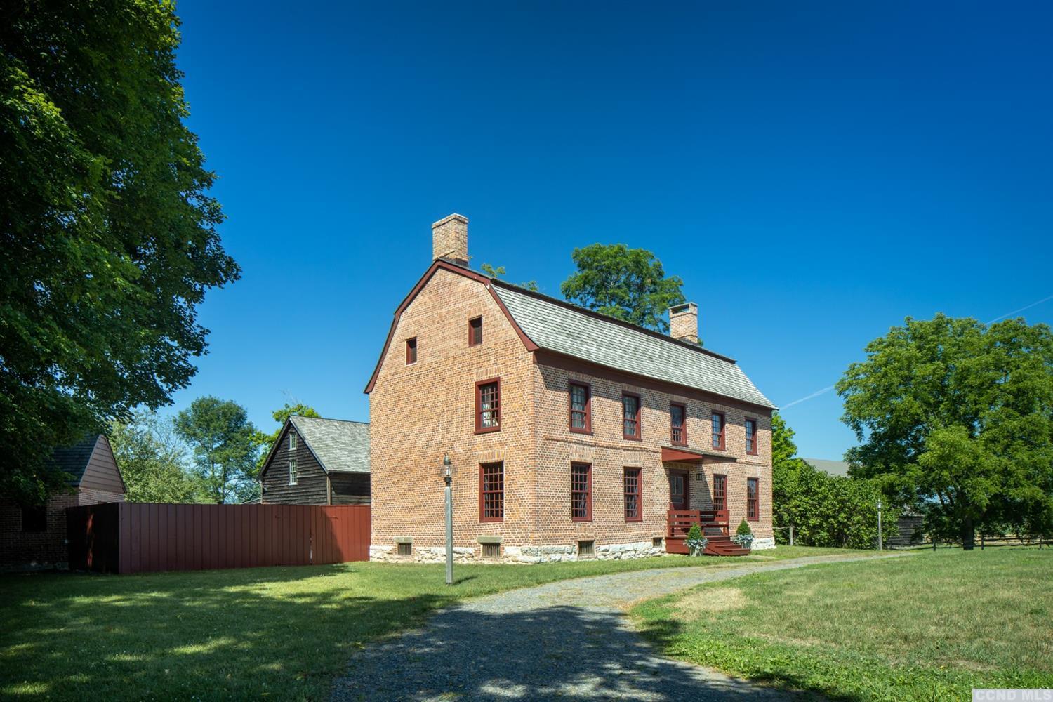 <div>Locust Dale Farm, known also as the Conyn-Van Rensselaer house, is an incredible example of a f