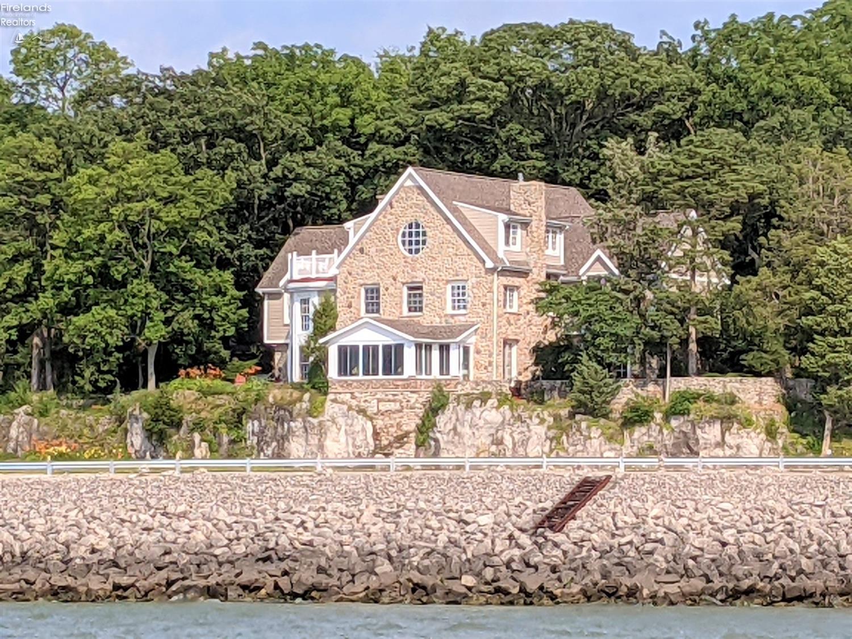Waterfront Homes in Catawba Island, Ohio