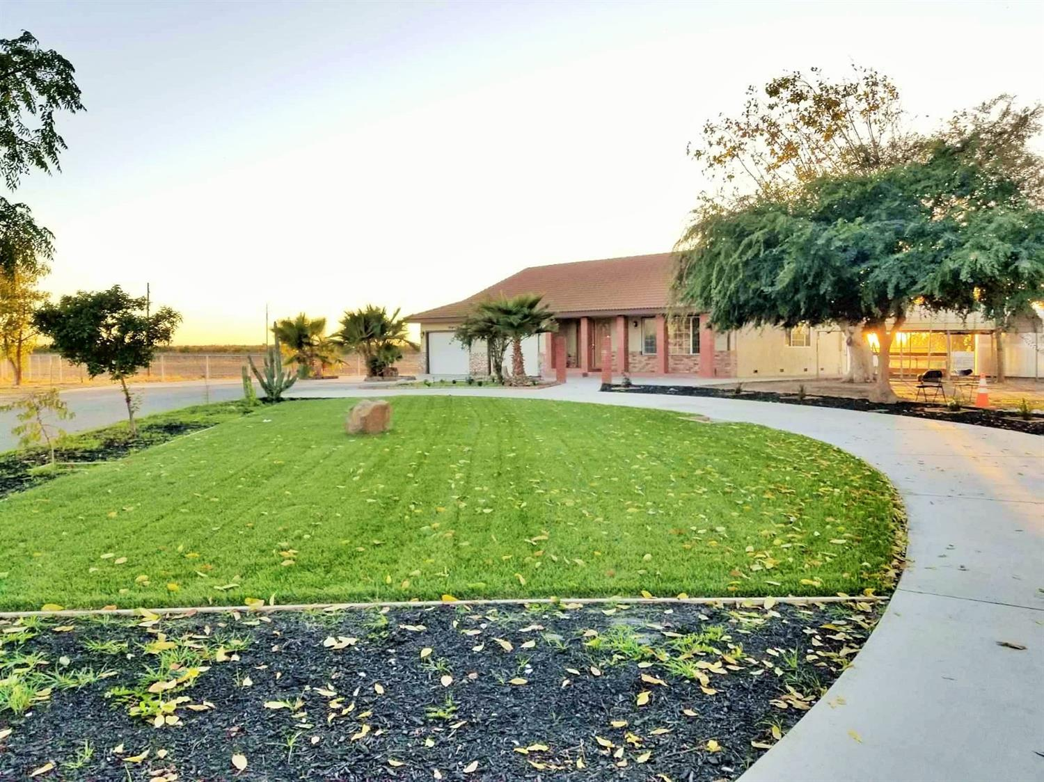 *SWEET OPPORTUNITY ***2,2814 Sq. Ft Home sits on  20+ Acres. Lots of Parking Spaces*** **Must See to Appreciate.  Tile roof, inclosed porch, fenced, take room and arena and RV Parking. Fans in bedrooms, living room and family room,inside laundry. Home has been recently updated