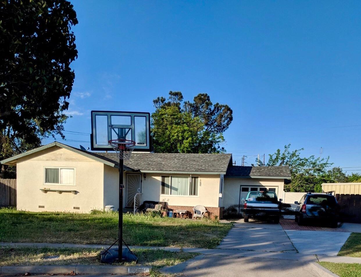 1530 W Sussex Way Fresno CA 93705