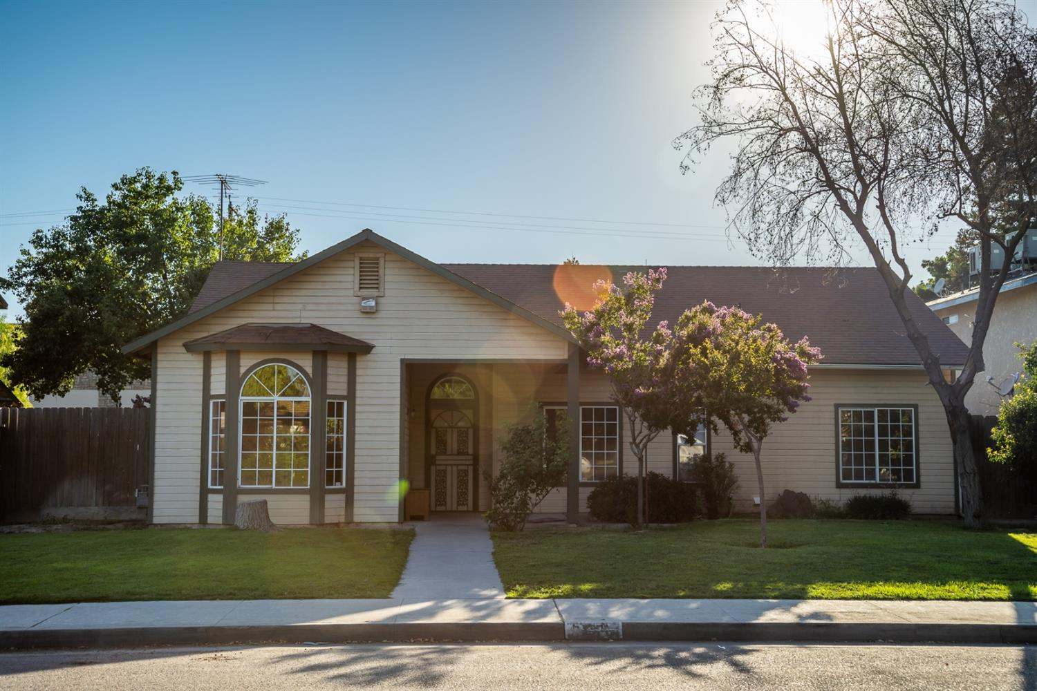 This home has 1800+ sq ft plus a finished garage! That totals around 2400 sq ft! Open kitchen to family room. Living room with formal dining space and fireplace, many built-in cabinets, wet bar, it's a must see! Also extra parking space - room for an RV.  Extra room converted garage (huge! can be used for game room, office or?? Large backyard for entertainment.