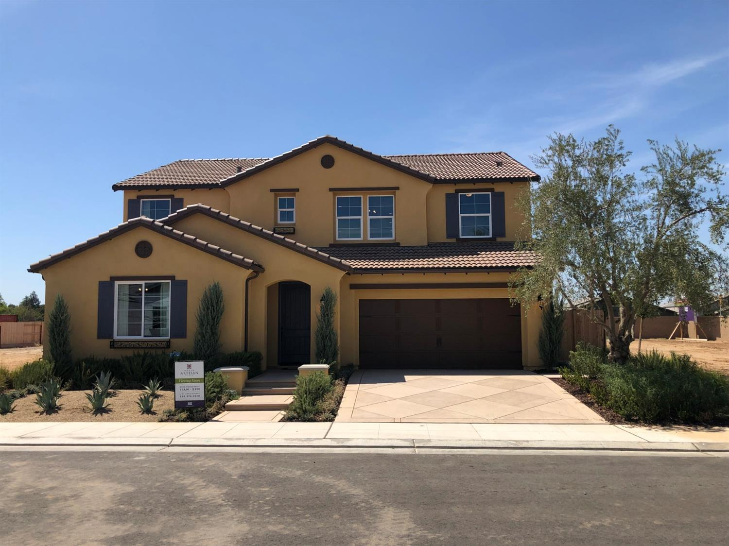 Don't miss this opportunity to own this immaculate model home built by Wathen Castanos in the Clovis North District. With true hardwood floors, designer picked dual kitchen countertops, quartz throughout every bathroom, hand textured 2 tone paint, and rod iron railing just to start! Become the first owner of this amazing home. Visit us at either of our welcome centers at Barstow/Dewolf or Locan/Shepard to view this home.  Virtual Tour Link: https://my.matterport.com/show/?m=h9qD2A7G5gP&utm_source=4