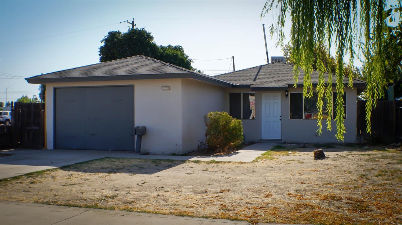 Photo of 729 K Street, Sanger, CA 93657