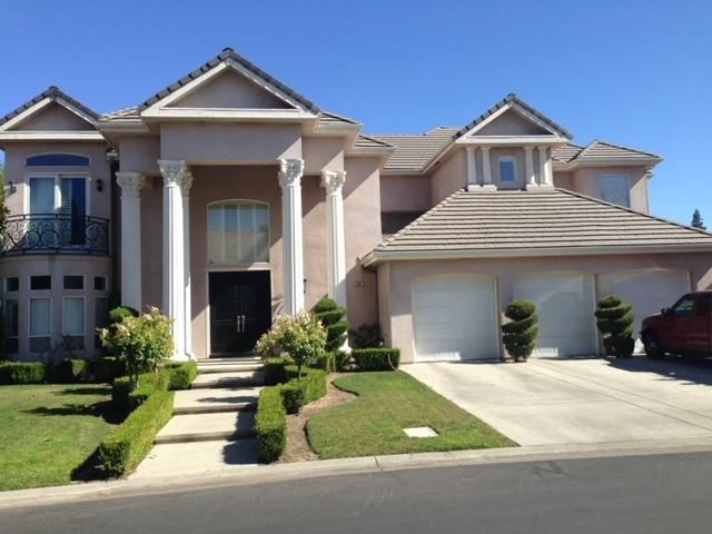 Photo of 553 E Chesapeake Circle, Fresno, CA 93730