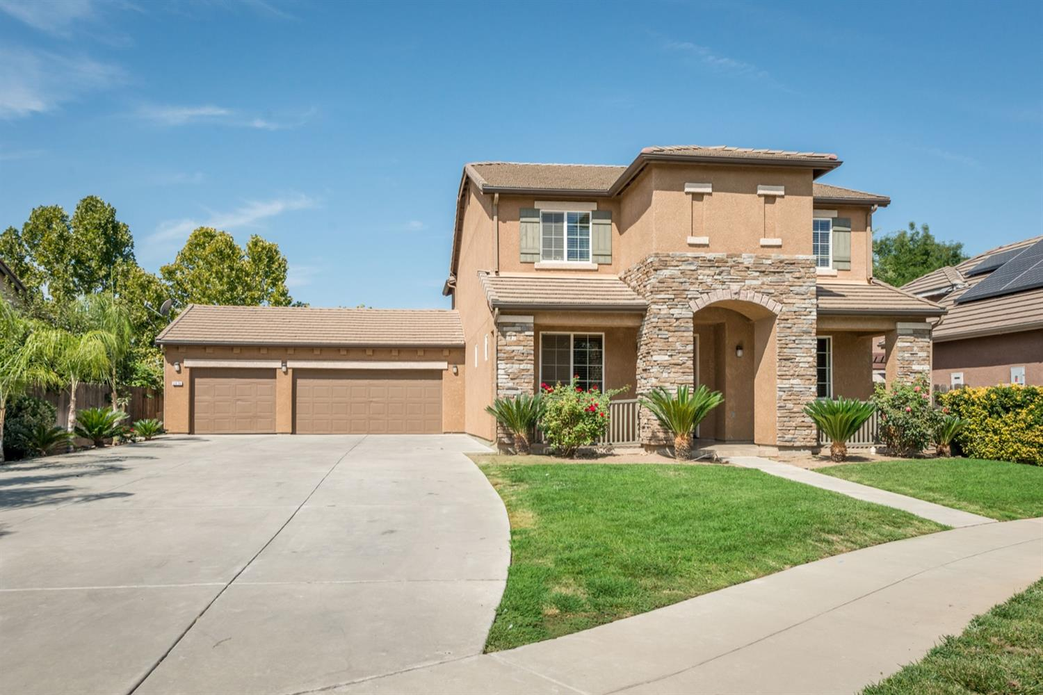 Photo of 2874 Whitmore Avenue, Clovis, CA 93619