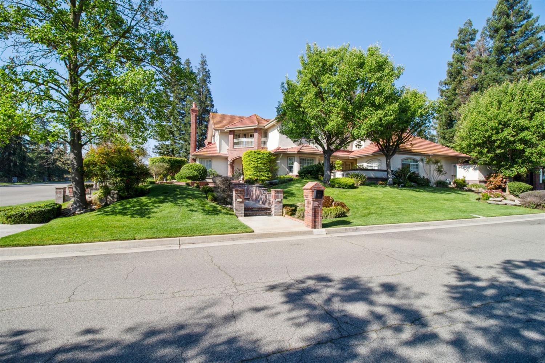 Photo of 183 W Riverridge, Fresno, CA 93711