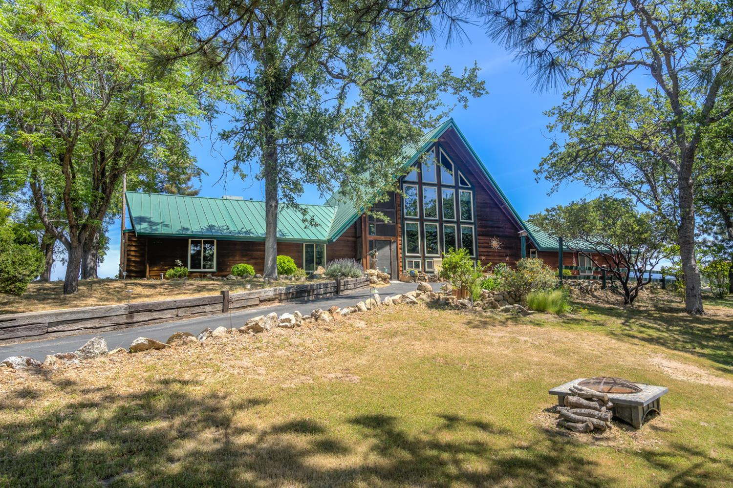 Photo of 31331 Hogans Mountain Road, Coarsegold, CA 93614
