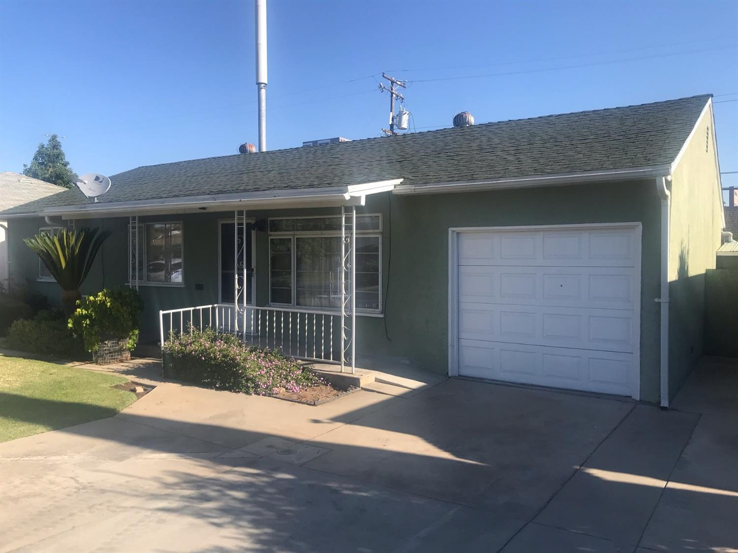 Photo of 4063 E El Monte Way, Fresno, CA 93702