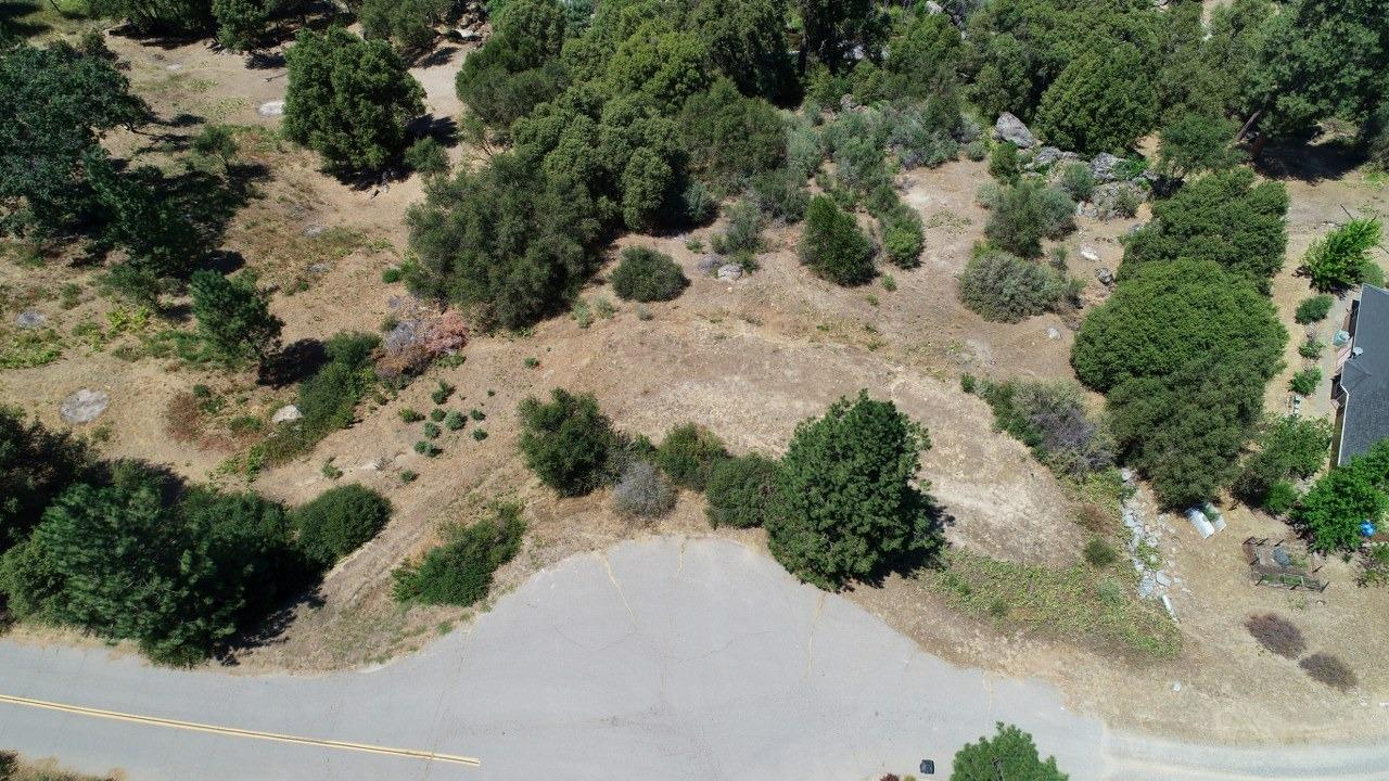 Need a stunning location with Fresno river frontage for that new home dream? This is a beautiful 1.56+/- acre parcel in a fabulous neighborhood with the Fresno river bordering one side! Imagine the sound of the river while you sit out on your porch with great views too! Paved roads, electric hook up is at the street and it's ready for your house plans! It's the perfect spot to build your dream home!