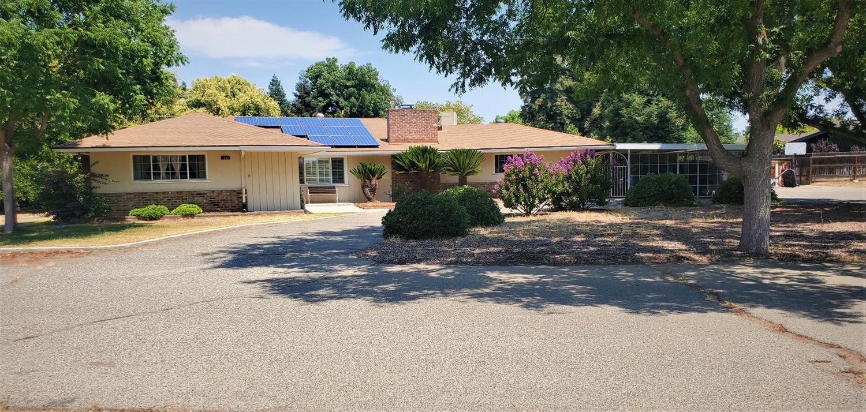 Photo of 581 pierce Drive, Clovis, CA 93612