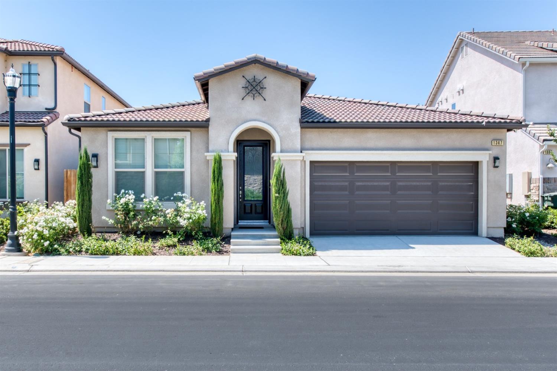 Photo of 1347 E Via Azzurra Way, Fresno, CA 93730
