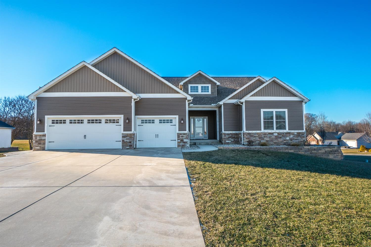 884 WHITESTONE DRIVE, VALPARAISO, IN 46383
