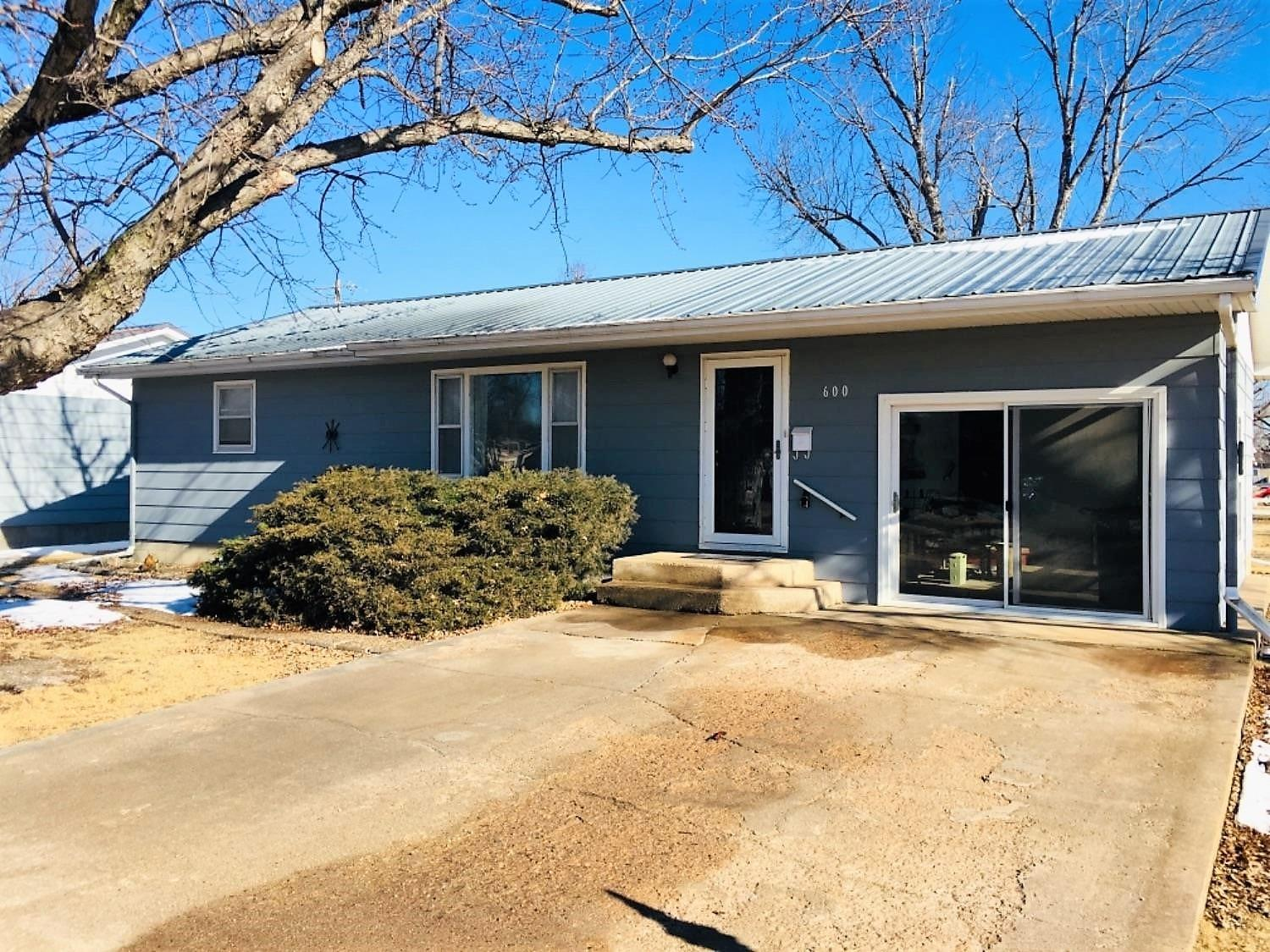 A Breath of Fresh Air - is what you will receive living in this ranch style Architectural homeage to mid-century modern design. Single story compound with utmost space, inside and out, set on a magical flat lot spanning nearly half an acre in the heart of Pawnee Rock streets.