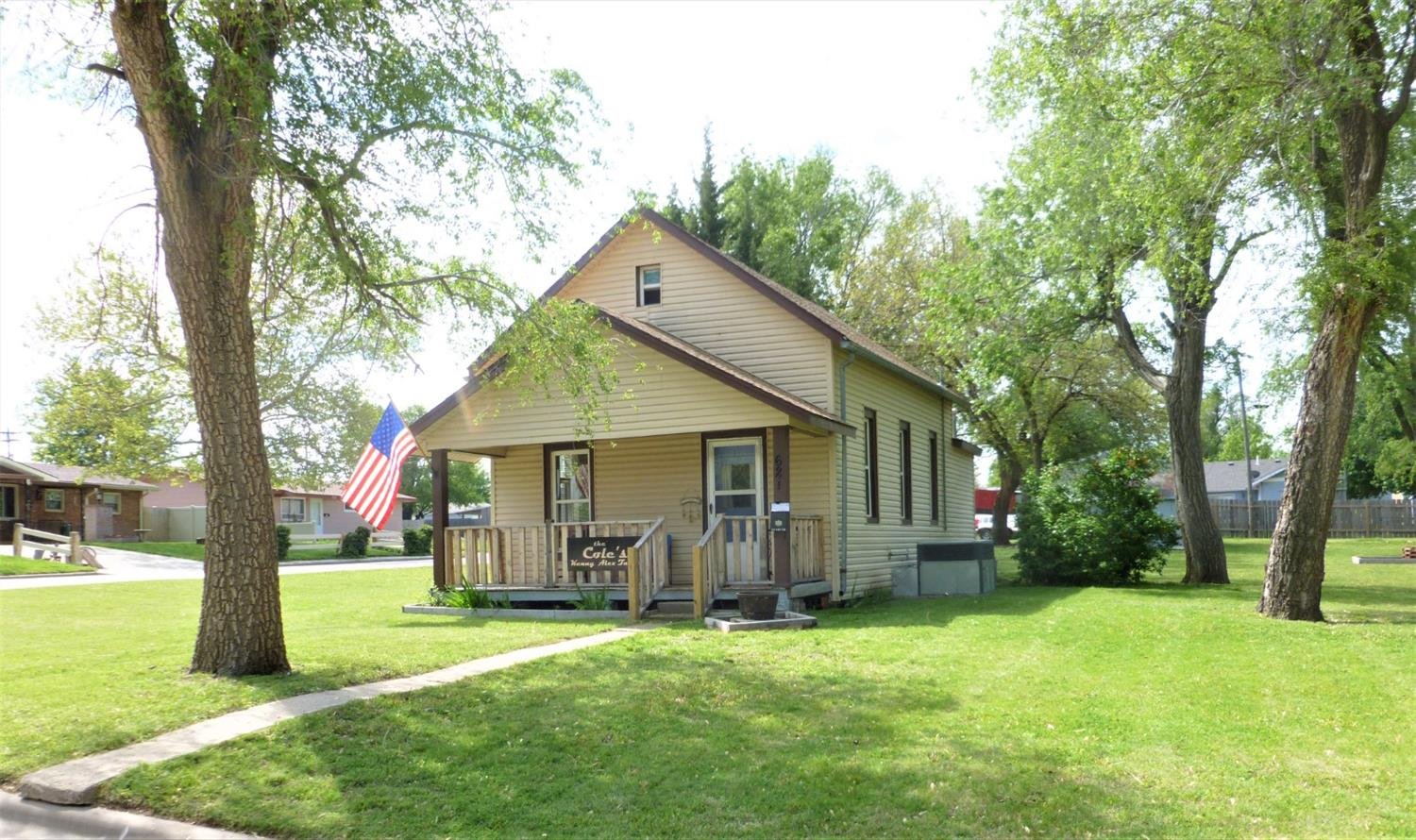 Beautiful little bungalow on a big corner lot with trees. Charming smaller home ready for new owners! Lots to like about this property! Call now to set up your showing.