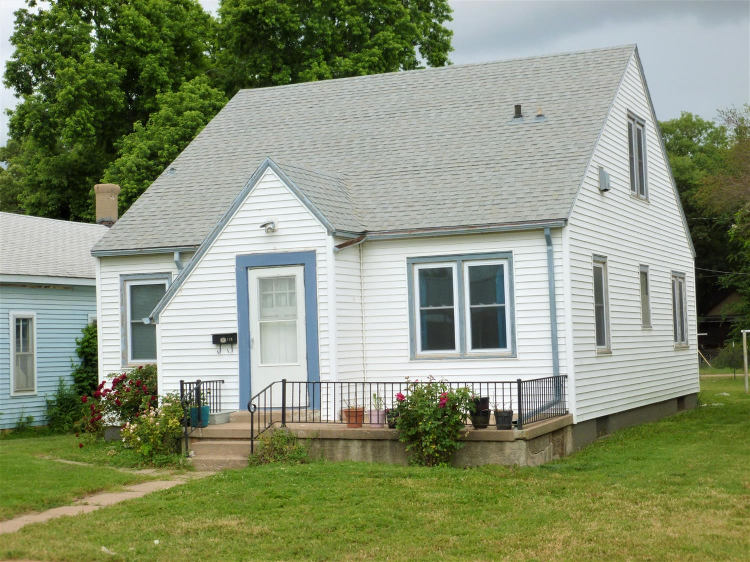 In need of some TLC. 3 bedroom, 3 bath, large walk-in closet upstairs, hardwood floors throughout. Nice home for first time buyer or for a flip home. Call for your showing today!
