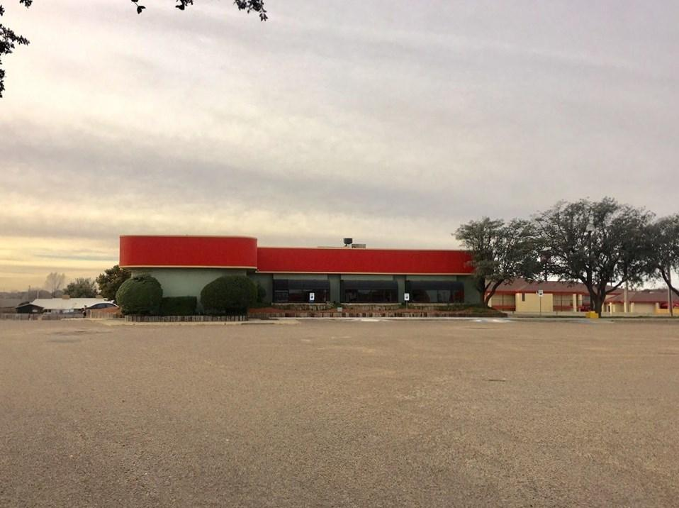 Amazing location for a great business opportunity! Located in a high traffic area, intersecting Hwy 70 and North Interstate 27. Currently an eating establishment but could easily converted for any business needs. Located in Plainview Texas, a thriving community just 45 miles north of Lubbock, and 70 miles south of Amarillo, the building boasts 8920 square feet and sits on 2.37 acres. Adjacent to the location are several busy shopping centers, hotels, convenience stores and specialty shops.