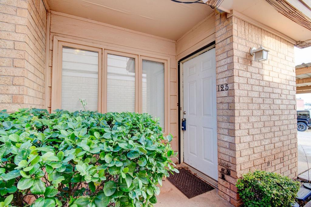 Extremely Updated Condo in the desirable Whisperwood addition. Conveniently located to Texas Tech, UMC, downtown and Lubbock Christian University. Great first time homeowner or investment property. Newer countertops,faucets, flooring, light fixtures, tile shower surround, appliances, HVAC, water heater and more!