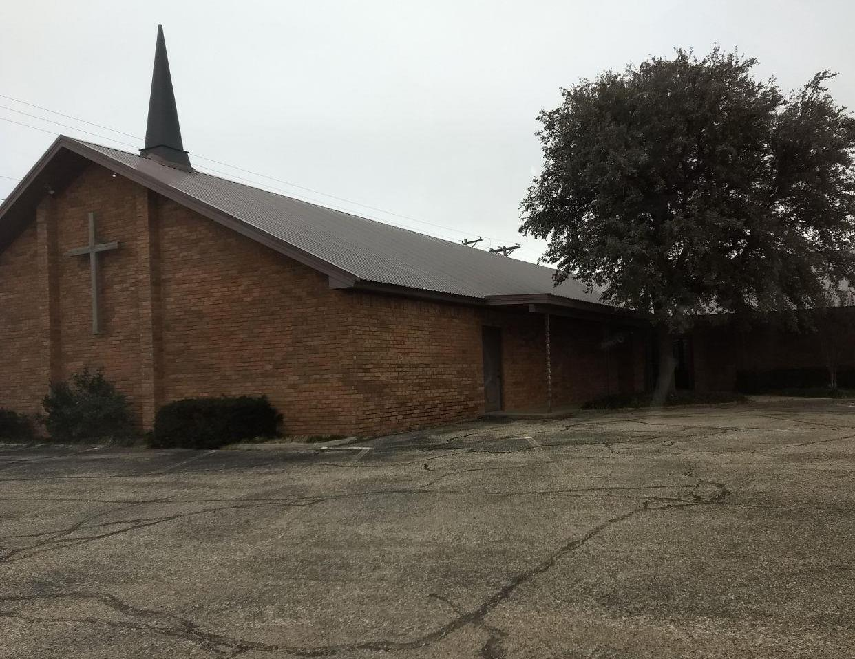 This former church building is waiting for the right person or organization to put it to use. It is in great condition and could used for almost anything. This building boasts just over 5900 sq ft of space which includes a fully operational kitchen. Check it out today. Call for a showing.