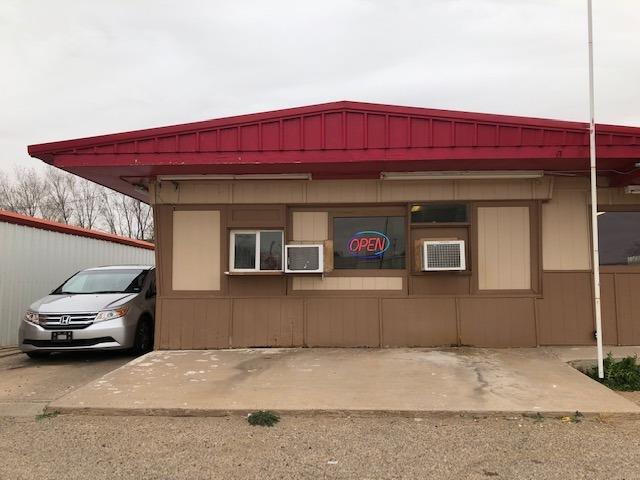 This restaurant, The Humdinger has been in business 50 years with a well established customer base. It is located on Hall Ave (N. Hwy. 385) and is a great place to stop and eat a bite. It is poplar with local people as well as travelers on N. Hwy. 385. It serves a variety of great food.