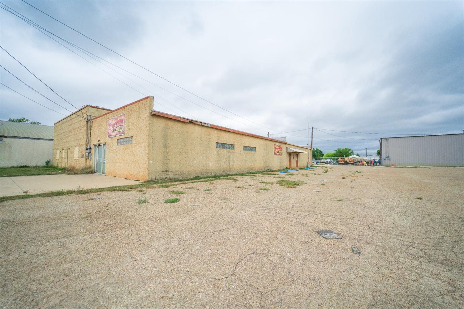 This Venue would make a great investment~ large bar ~ 3 women restrooms ~ 3 Men Restrooms ~ 2 Dance floors ~ 1 stage ~ Kitchen Area. Perfect for any large event!